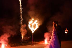 Brennendes Feuerherz bei Hochzeit